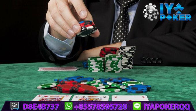 Persamaan Capsa Susun Dengan Poker Online